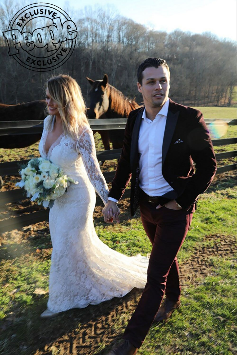 Miranda Lambert Reveals She Secretly Married Brendan Mcloughlin My Heart Is Full Miranda Lambert Wedding Miranda Lambert News Miranda Lambert Wedding Dress