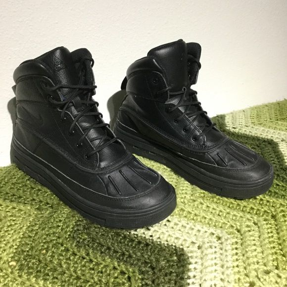 NIKE WOODSIDE 2 ACG boots . Black . 39 w8 m6 y6.5 VERY CLEAN . Minimal wear  . No issues . Tag reads