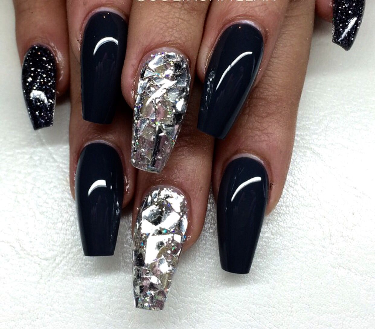 Pretty black coffin shaped nails with shattered glass nail art pretty black coffin shaped nails with shattered glass nail art design decorado de unas prinsesfo Images