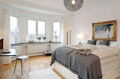 Cozy Clean-line bedroom