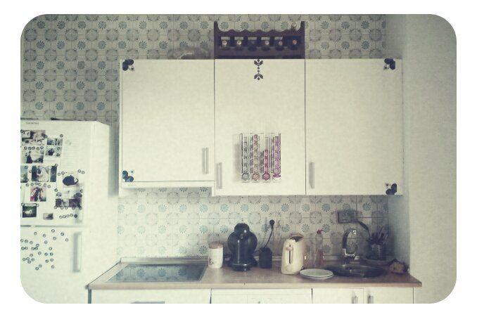 Transformar unos sosos armarios de cocina con unos sencillos y baratos stickers.:-)
