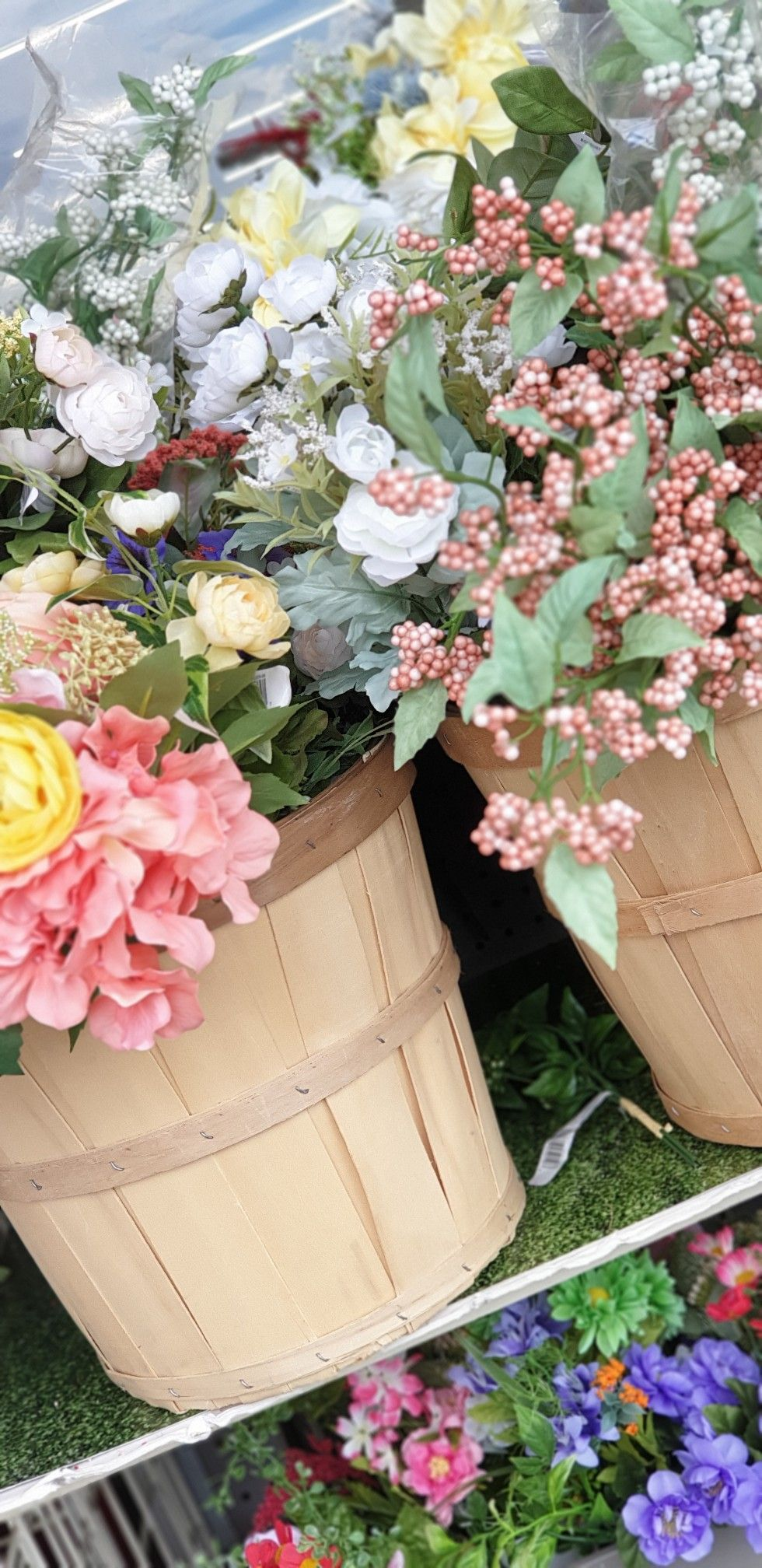 Shwethalovesroses in 2020   Flower bucket, Beautiful ...