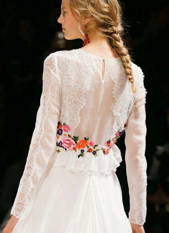 Detalle vestido novia flores bordadas en color manga larga ...
