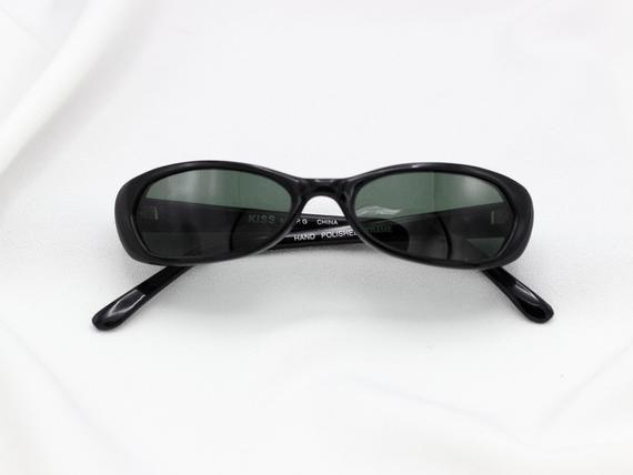 85ab2a1f000 KISS 90s Oval Sunglasses