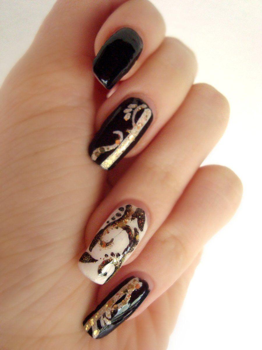 35 Awesome Black & White Nail Art Ideas | Gold nail, Black nail art ...