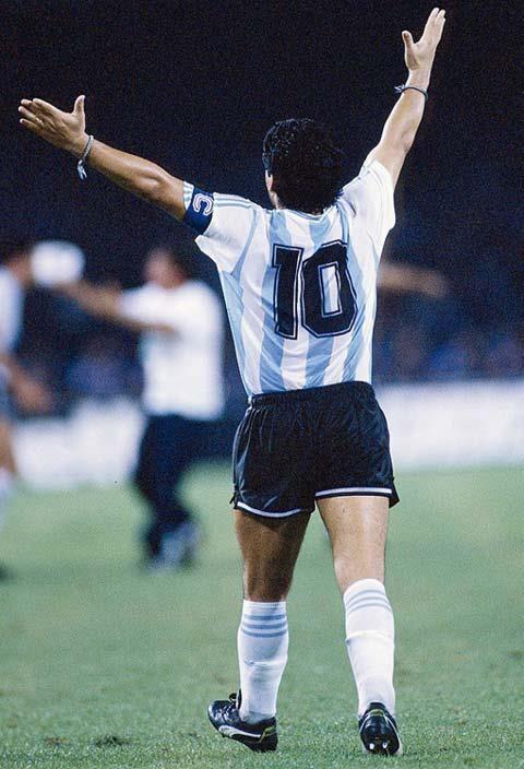 Maradona, el mejor del mundo ayer, hoy y siempre.
