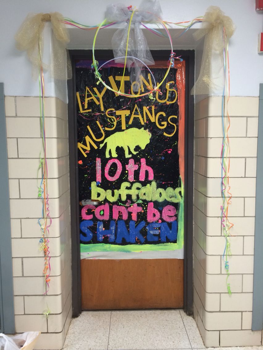 Homecoming door decorating
