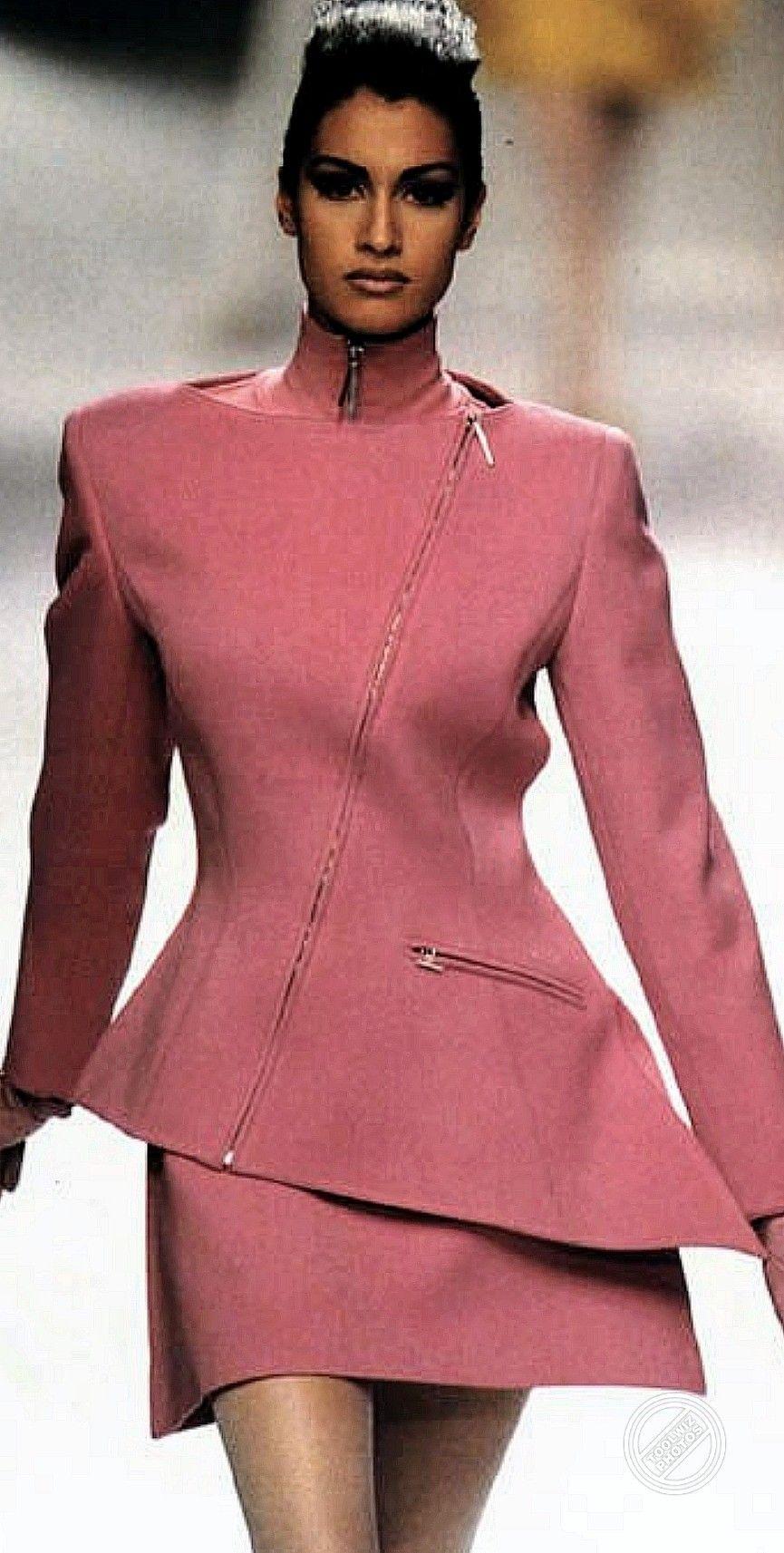 Claude Montana 1991 In 2020 Vintage Hollywood Fashion 90s Fashion Fashion