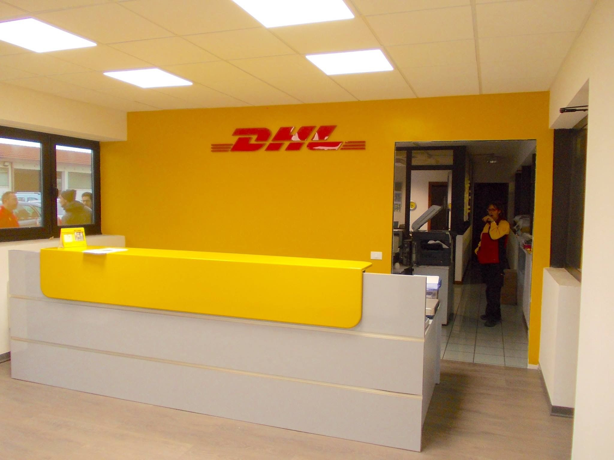 Insegne Luminose Insegne Negozi Insegne Luminose Servicepoint Dhl Treviso Courier