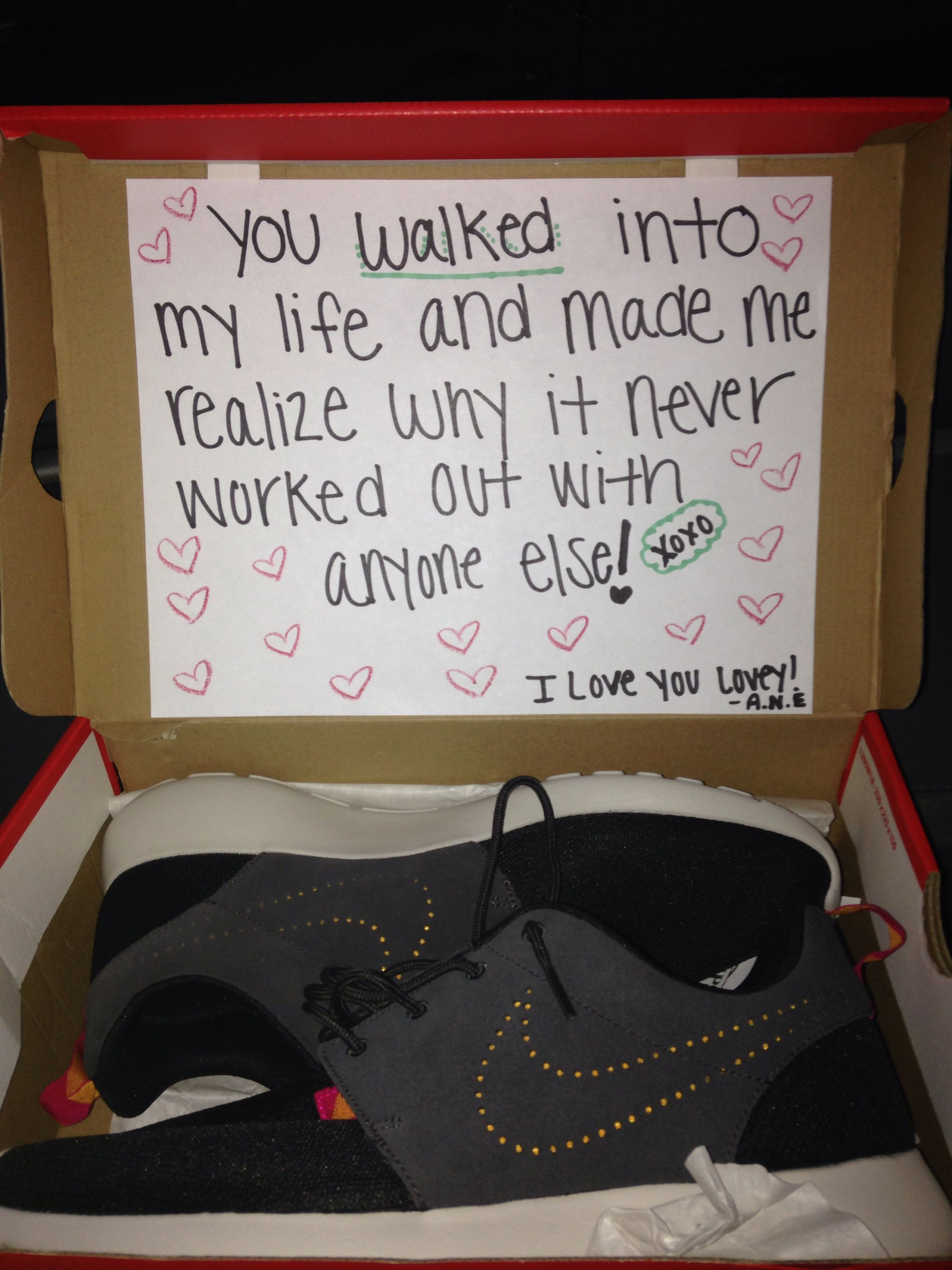 Ideas for christmas gifts for boyfriend - Got My Boyfriend Shoes For Christmas And I Think This Is A Really Cute Way