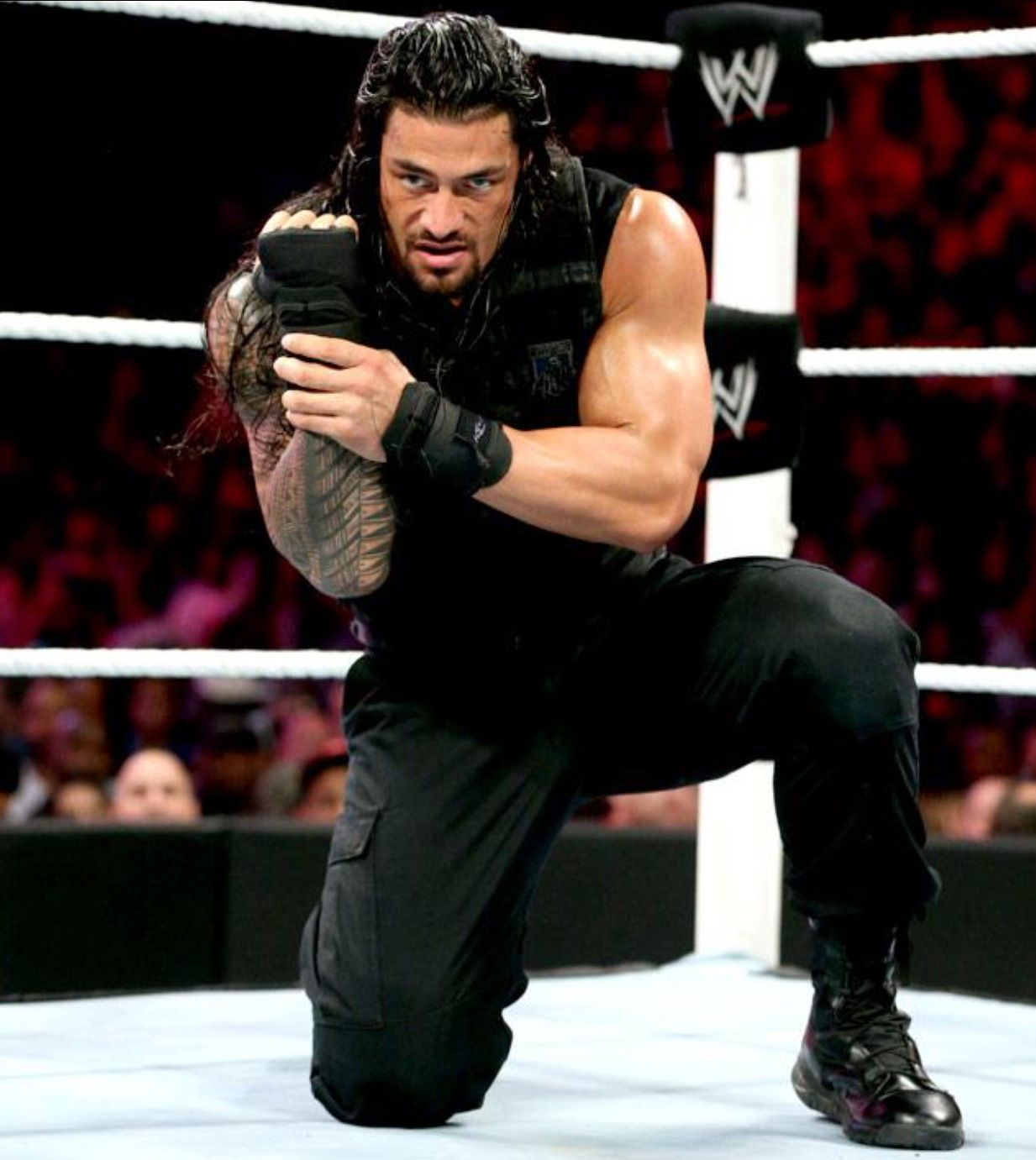 Roman reigns agrees with fans that watching wwe on tv sucks