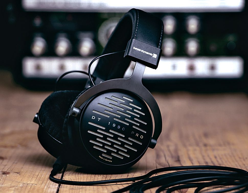 Beyerdynamic Dt 1990 The Dt 1990 Pro Reference Headphones Combine These Decades Of Expertise In Headphone Technology With The Latest Tesla Driver Technology In