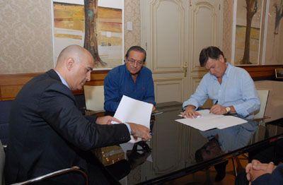 Bankia y la Diputación de Segovia firman un acuerdo para apoyar el turismo en la provincia http://revcyl.com/www/index.php/cultura-y-turismo/item/4302-bankia-y-la-diputaci%C3%B3n-de-segovia-firman-un-acuerdo-para-apoyar-el-turismo-en-la-provincia