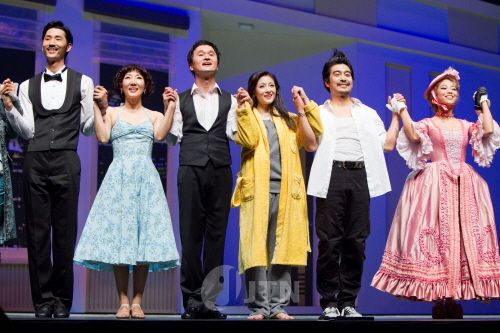 Jang Hyun-sung (장현성) and cast in the musical 'Contact' (뮤지컬 '컨택트')