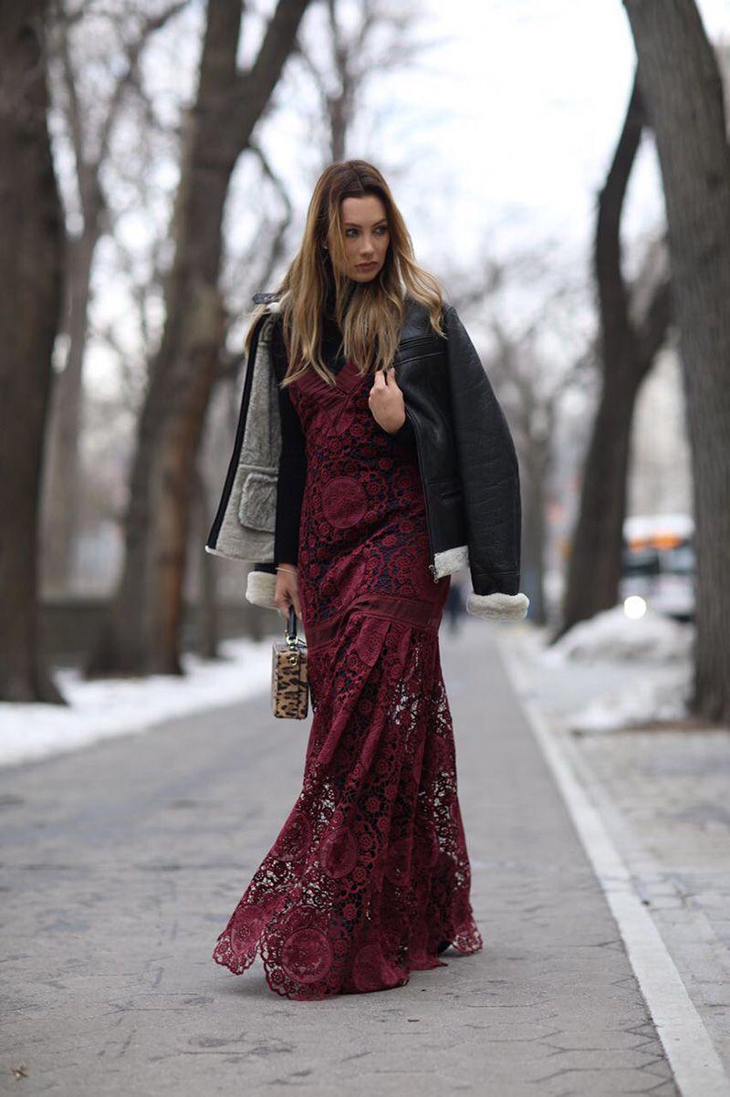 0c3c1d564 Look da Clau  vestido rendando com jaqueta aviador - Claudia  BartelleClaudia Bartelle
