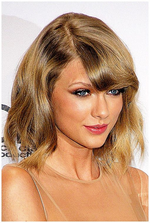Taylor Swift in the press room at the 2014 American Music Awards at Nokia Theatre L.A. Live in Los Angeles, CA on November 23, 2014