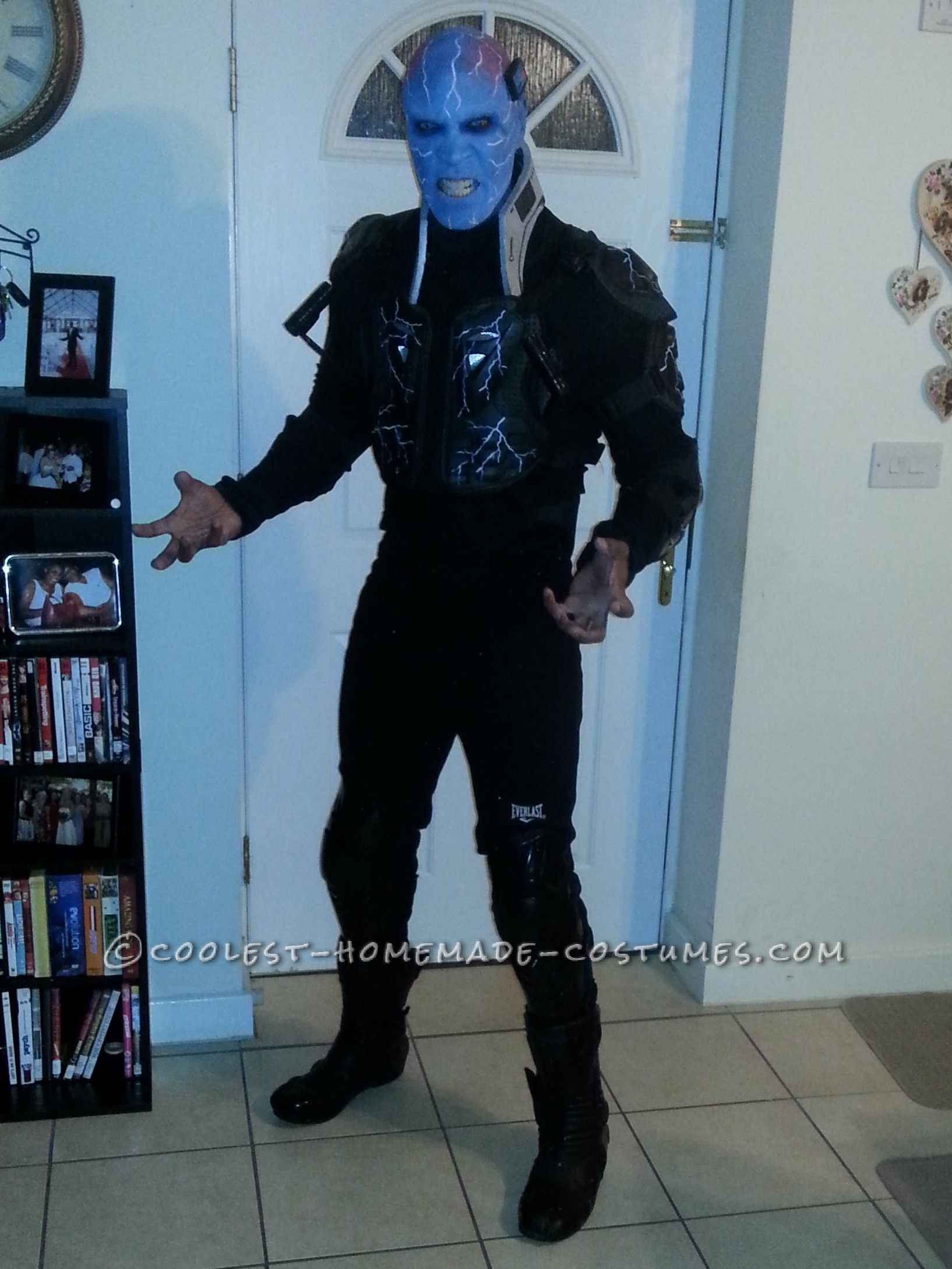 Awesome Electro Costume Ready to Defeat Spiderman! | Electro music ...