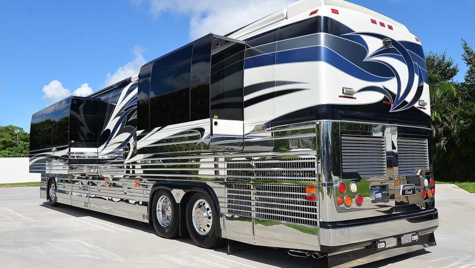 Pin by Thomas Hatt on Coaches (Luxury) | Travel trailer ...