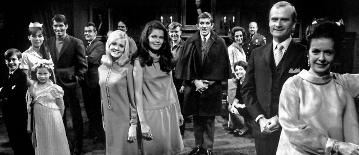 Dark Shadows 1966 1971 Tv Review Roobla Dark Shadows Tv Show Shadow Vampire Tv Series