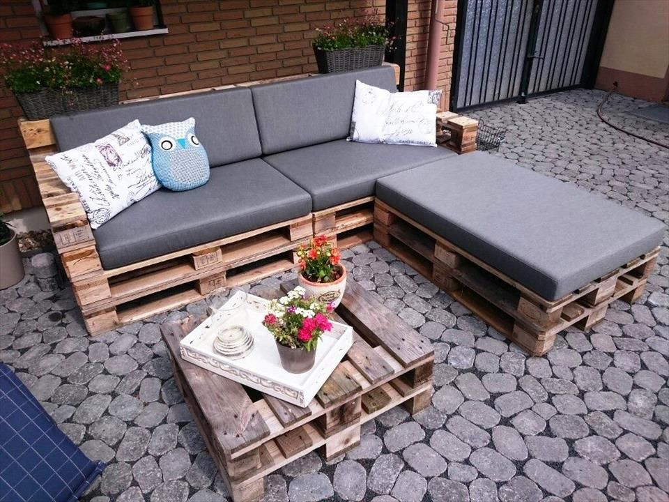 Cushioned Pallet L / Sectional Sofa With Coffee Table   30 DIY Pallet Ideas  For DIY