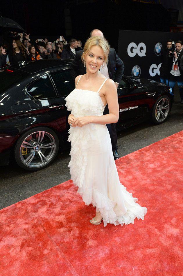 Kylie Minogue stiehlt  in wundervollem Kleid von  Nina Ricci den Männern die Show
