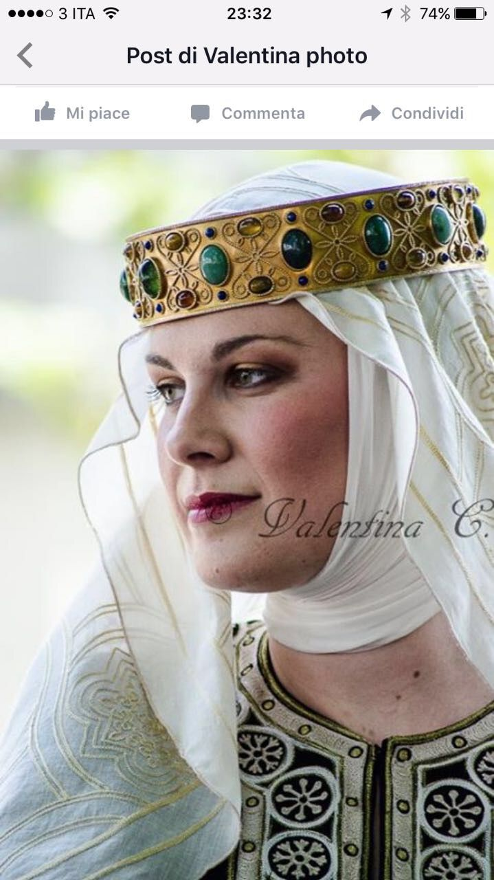 28dab148f5e24 12th century noble woman Medieval Hats