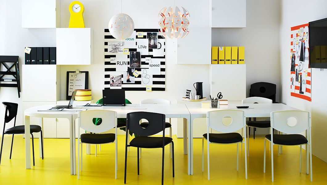 farbenfroher b roraum u a mit drei bekant konferenztischen in wei best regalen mit best. Black Bedroom Furniture Sets. Home Design Ideas