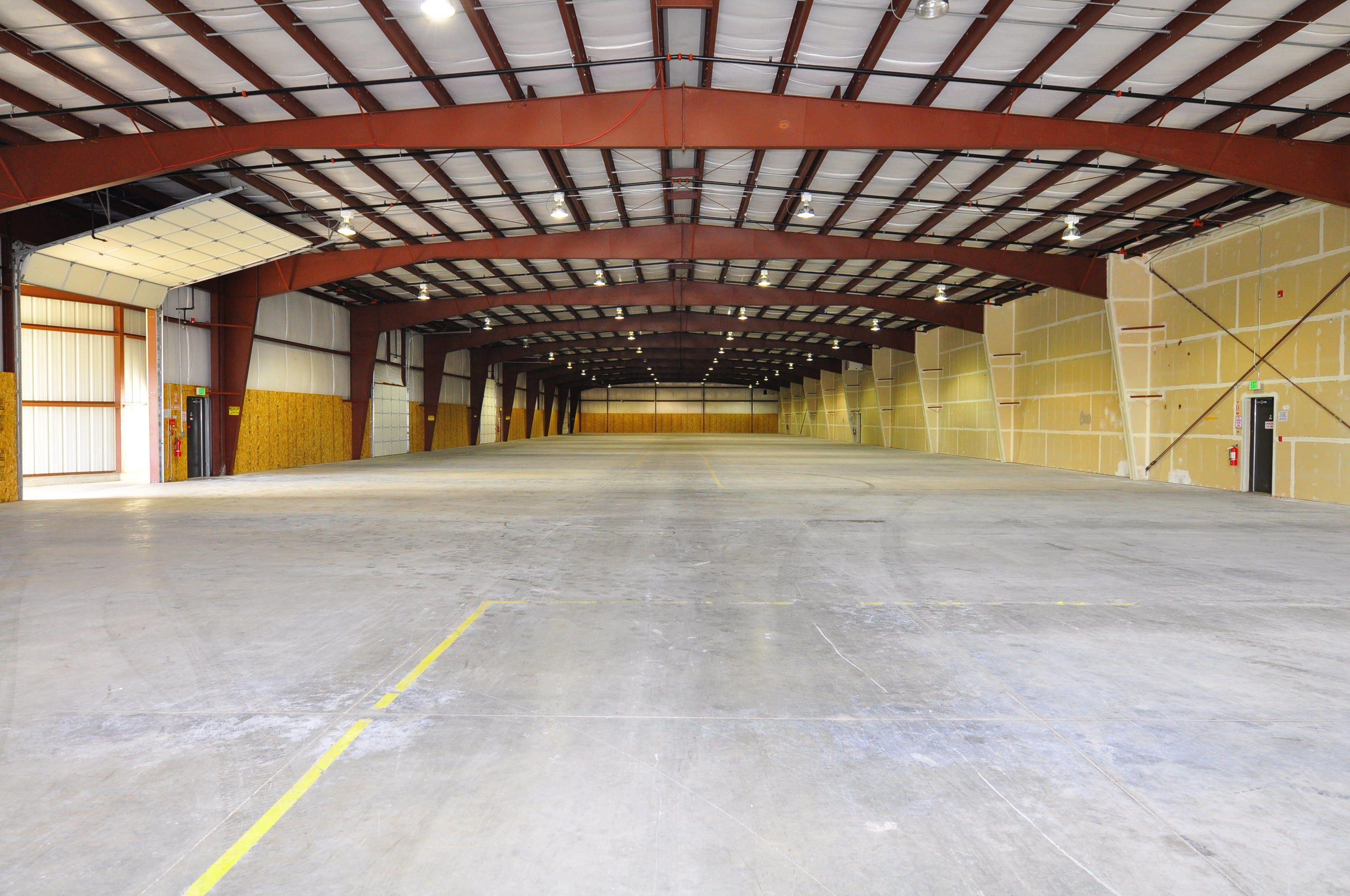 Commercial Hanger Space Open Industrial Warehouse Concrete Floors Block Walls Garage Entry Doors Ste Commercial Property Design Property For Rent Ajman