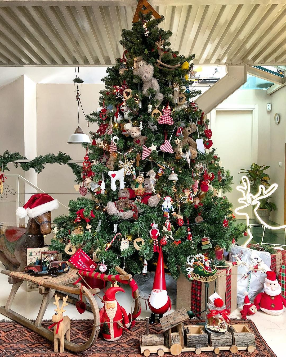 Albero Di Natale Kitchen.Mi Piace 8 265 Commenti 267 A Gipsy In The Kitchen Agipsyinthekitchen Su Instagram Falalalalal Country Christmas Trees Christmas Mood Holiday Decor