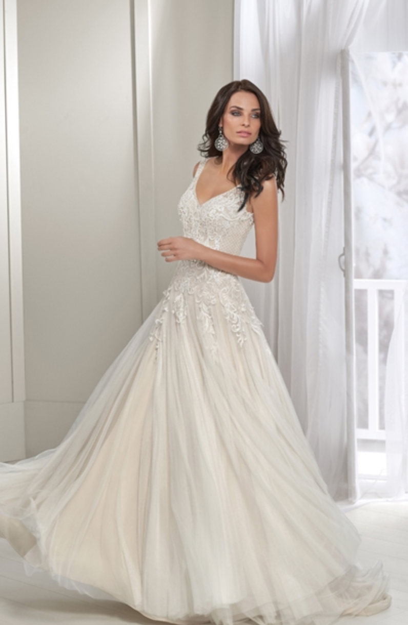 Examples Of Wedding Gowns On Sale Wedding Dress Super Sale In 2020 Wedding Dress Shopping Wedding Dresses Uk Designer Bridal Gowns