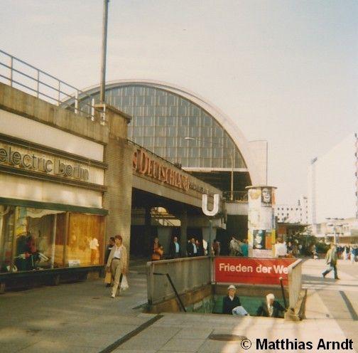 Eingang Zum U Bahnhof Alexanderplatz Etwa Anfang Bis Mitte Der 80er Jahre Berlin Bahn Berlin Ostberlin