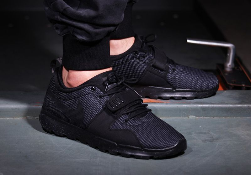 Nike SB Trainerendor 'Black On Black'