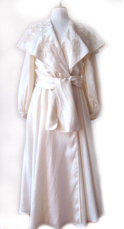 vintage 1940s silk peignoir robe de chambre soie brod e avec motif appliqu more decor. Black Bedroom Furniture Sets. Home Design Ideas