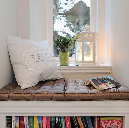un coin lecture c t fen tre canto para leitura. Black Bedroom Furniture Sets. Home Design Ideas