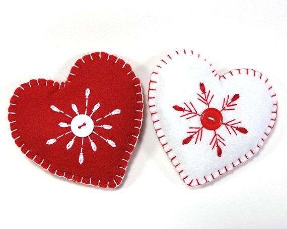 Composición De Navidad Con Copos De Nieve Rojos Sobre: Felt Christmas Ornament, Handmade Heart Ornament, Red And