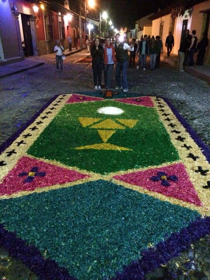 Alfombra de aserrin semana santa antigua guatemala for Alfombras de antigua