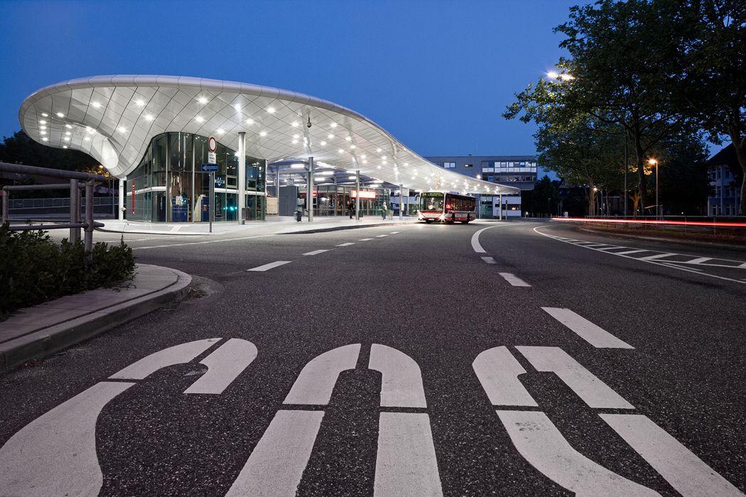 Bus station Hamburg-Poppenbüttel, Germany by Blunck-Morgen Architekten Hamburg, WTM Ingenieure Hamburg,Martin Tamke, all Germany / ALUCOBOND® pure white 10