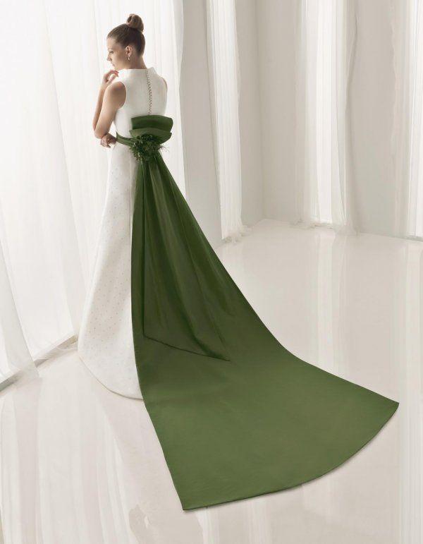 vestido de novia con cola-lazo verde. de aire collection | novias en