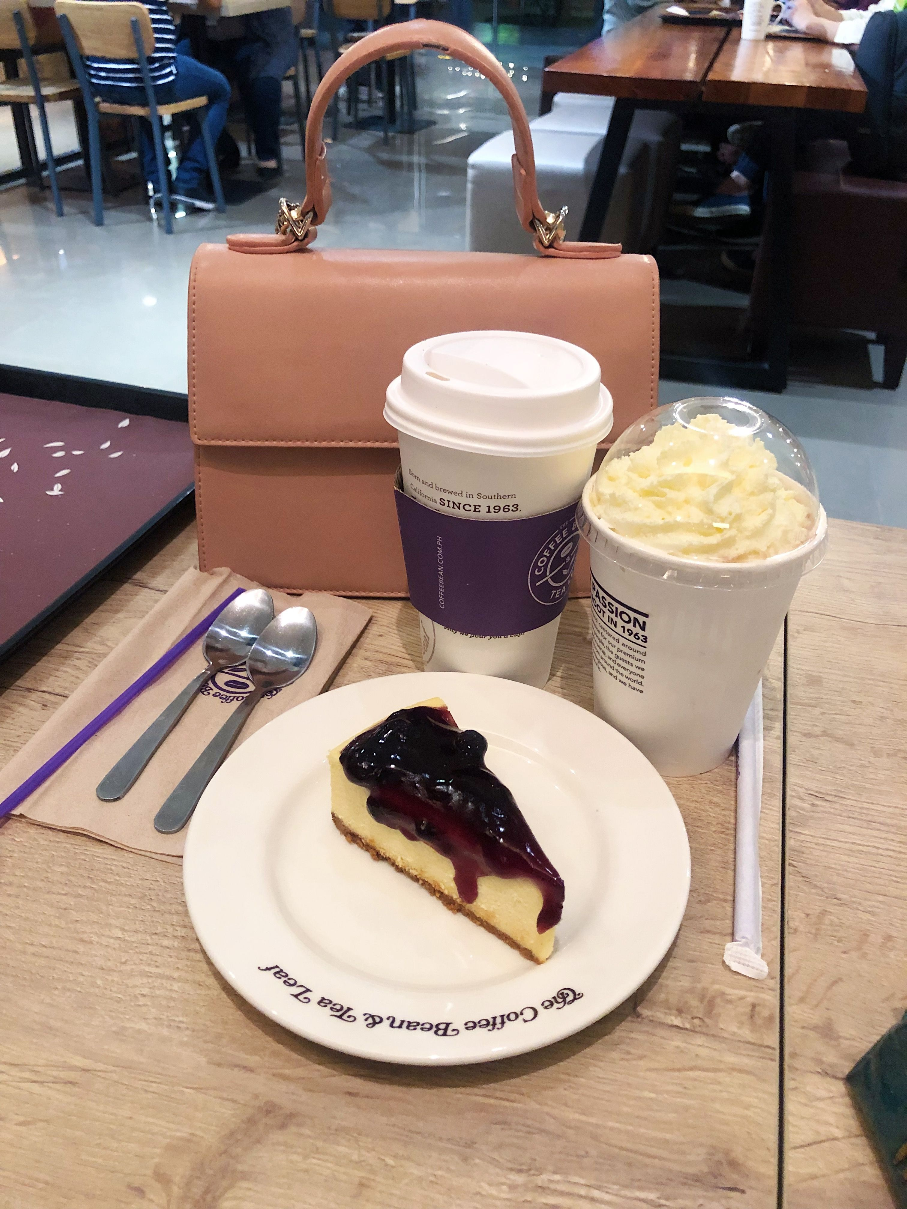 Coffee Bean And Tea Leaf Cbtl Caramelmacchiato Blueberrycheesecake Coffee Food Snapchat Food Tumblr Food