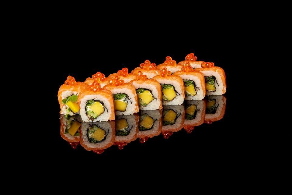 Naši sushi majstri si dávajú pri príprave jedál vždy záležať. #edokin #edokinsushi #sushi #sushitime #sushirolls #sushilovers #maki #avocado #food #foodlovers #japanese #japanesecuisine