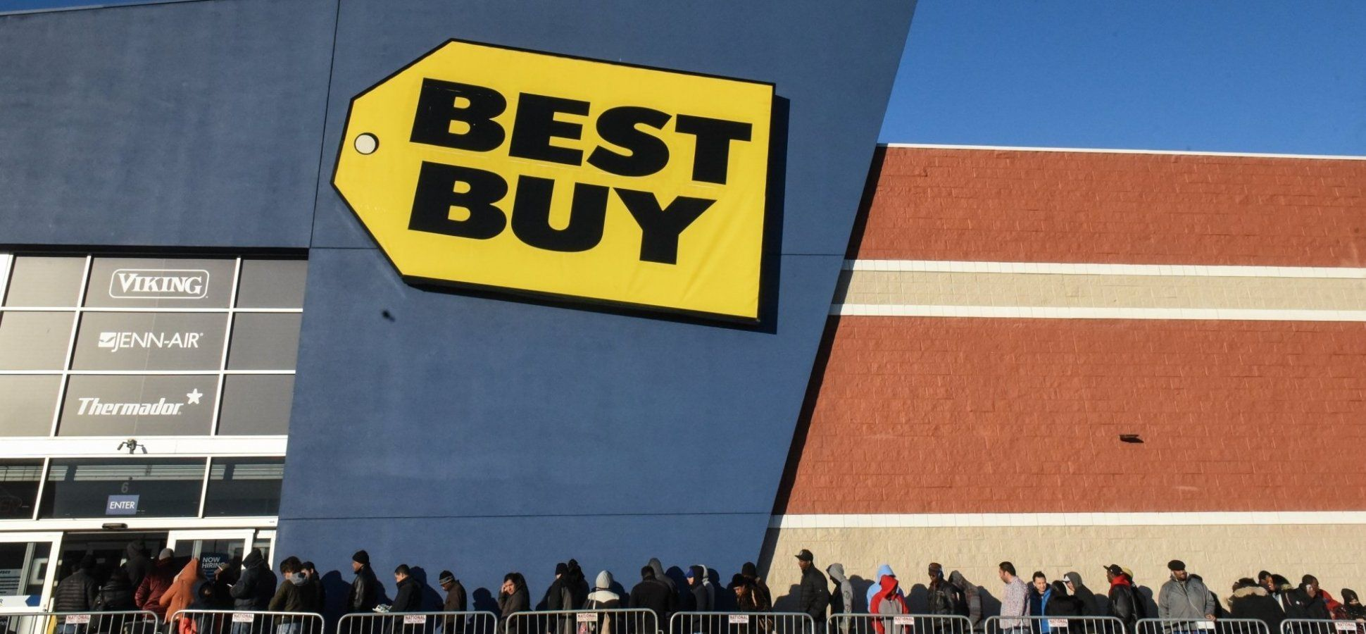 Amazon Almost Killed Best Buy Then Best Buy Did Something Completely Brilliant Cool Things To Buy Corporate Strategy Something To Do