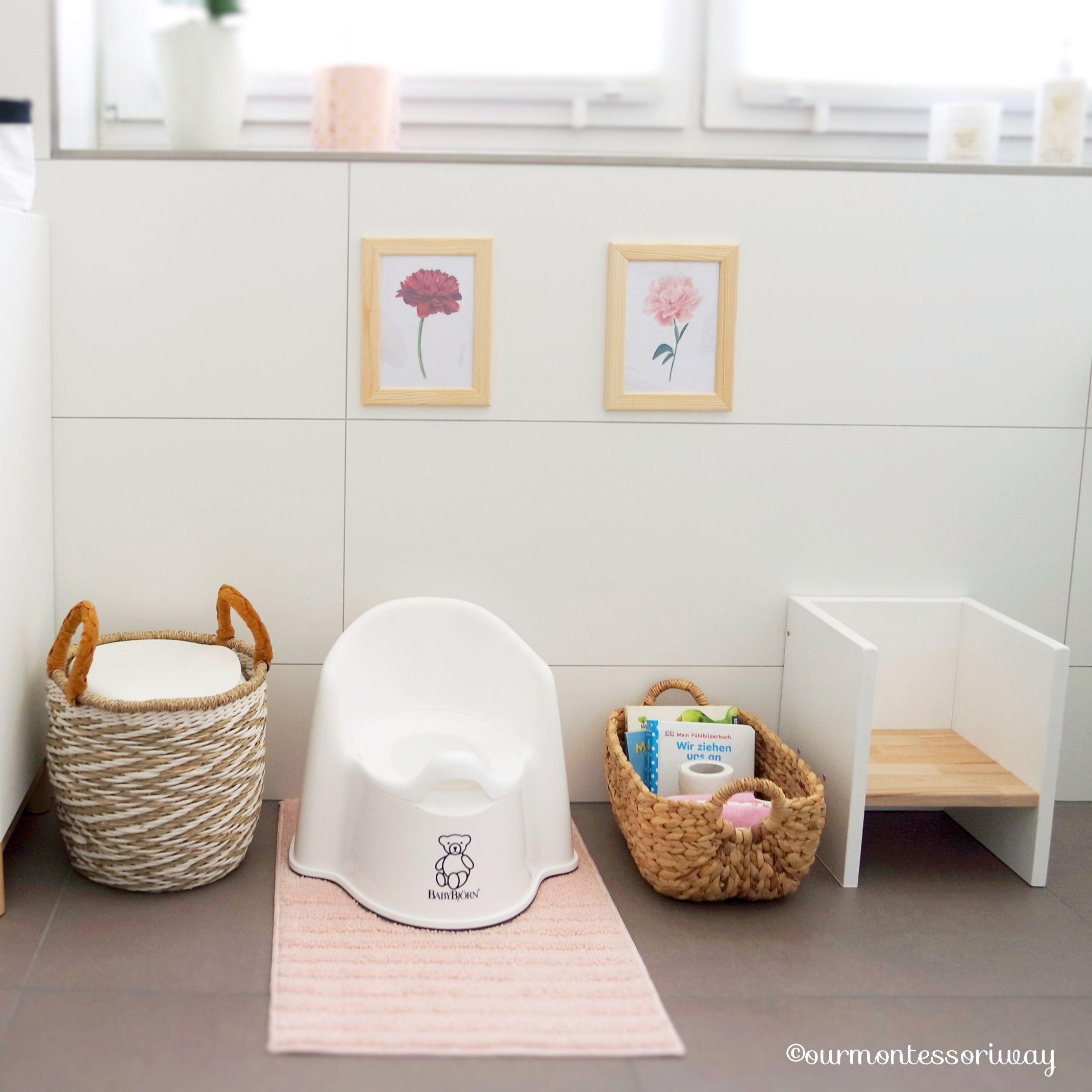 Cosimas Bereich Im Badezimmer Im Alter Von 11 Bis 17 Monaten Ourmontessoriway Badewanne Aufbewahrung Kleine Duschen Wickeltisch