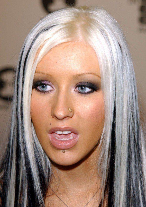 Christina Aguilera S Platinum Blonde Hair With Black Streaks 12 Awful Hair Trends Fr Black Hair Blonde Streak White Blonde Hair Christina Aguilera Black Hair