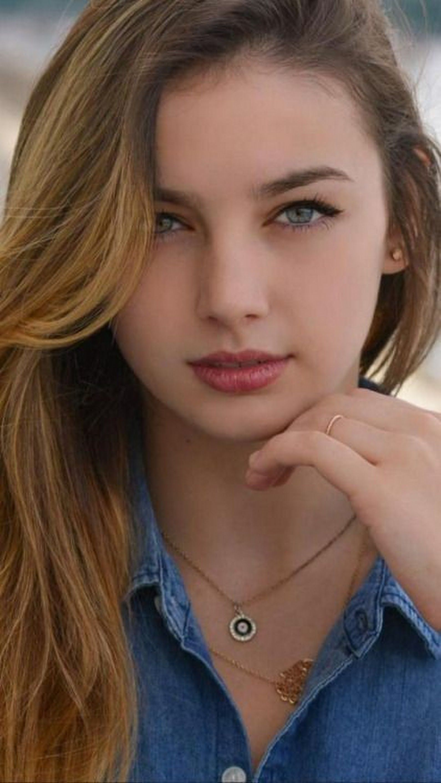 Pequena Munequita Chicas De Belleza Belleza Mujer Mujer Hermosa