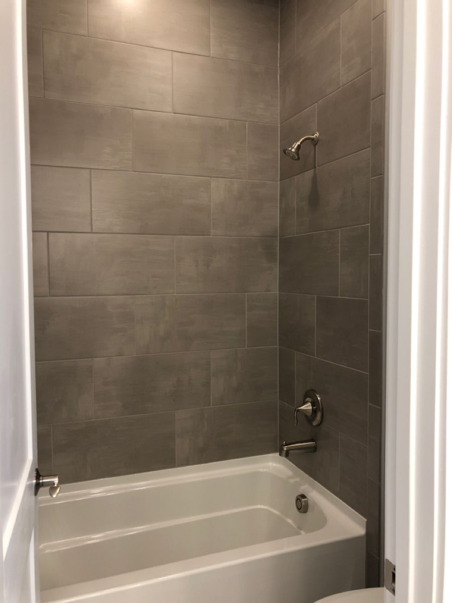 Skybridge Gray 12x24 Grout 542 Graystone 12x24 Install Horizontal Brick Joint Tile To Ceiling In 2020 Bathtub Walls Bathtub Tile Small Bathroom
