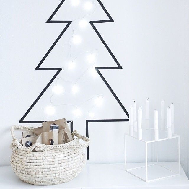 Washi tape #Christmas #tree | www.nordiskehjem.no Like the basket for the gifts