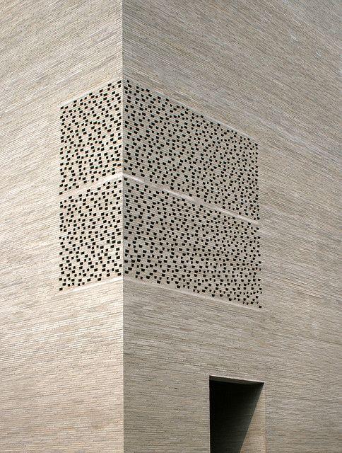 Peter Zumthor - Kolomba  Un musé à Cologne. Une merveille. Une des oeuvres les plus travaillée de Zumthor