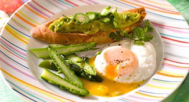 Crostini aux asperges à l'œuf pochéVoir la recette du Crostini aux asperges à l'œuf poché >>