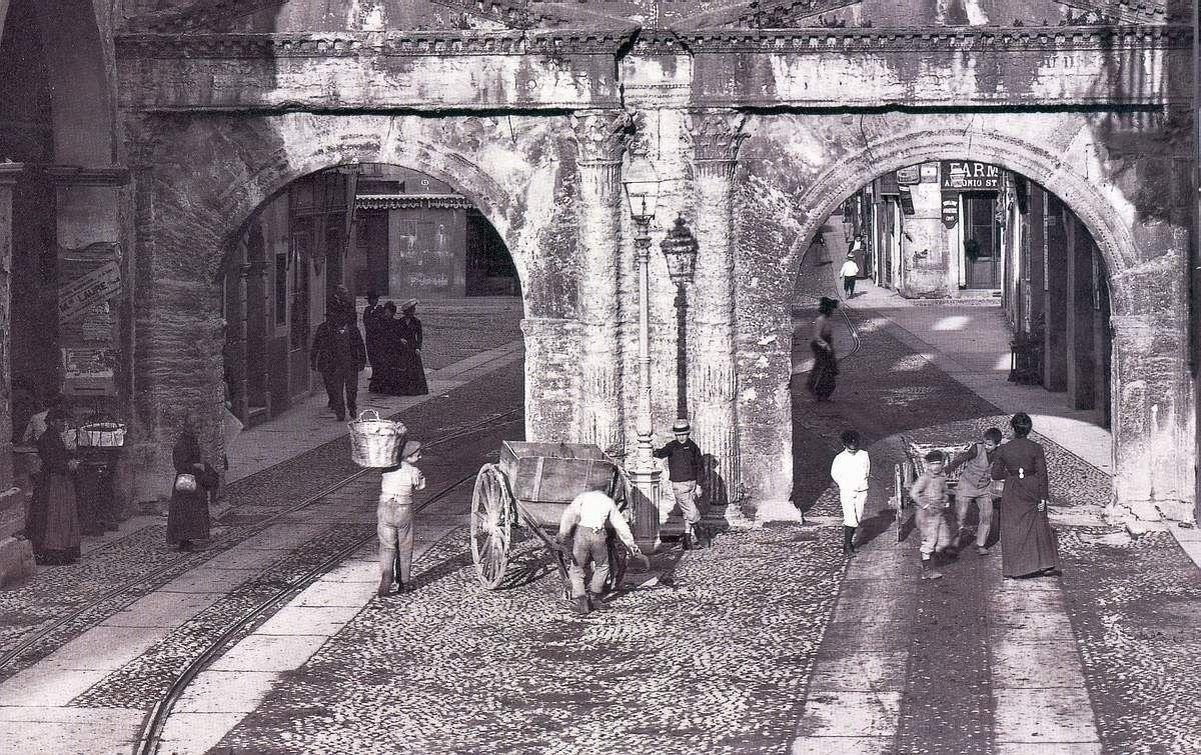 Verona porta dei borsari fine 800 particolare foto e - Porta cartoline ...