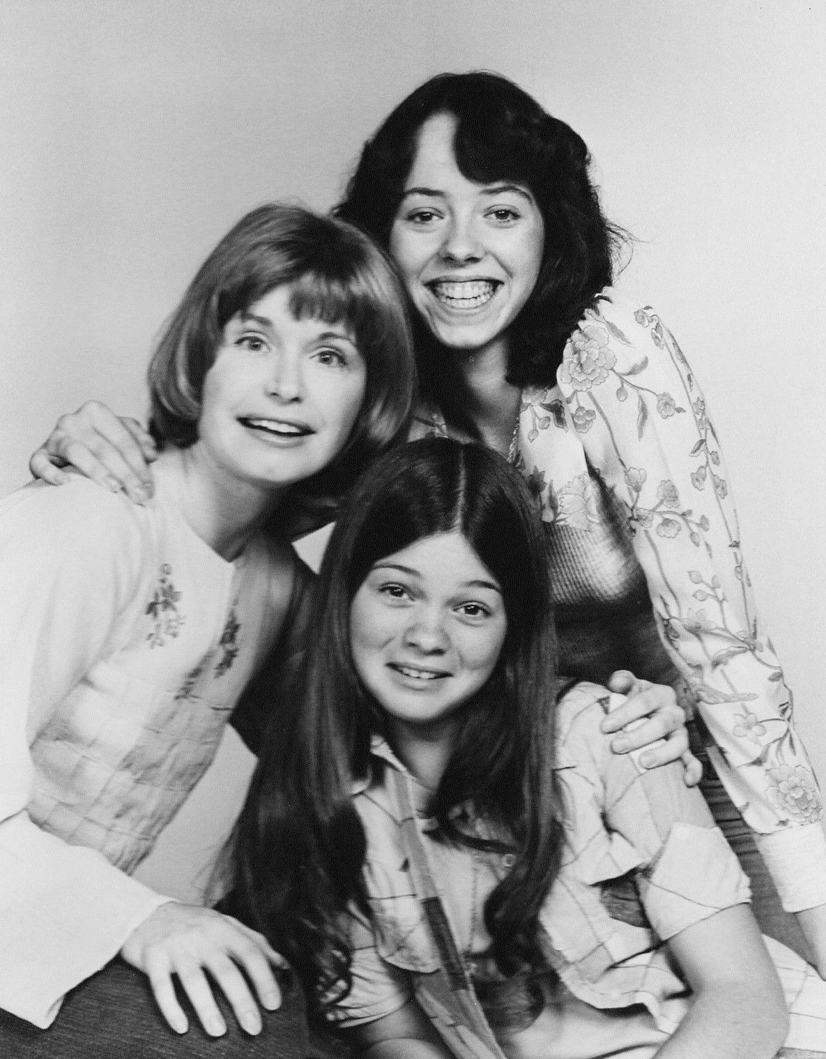 Actress Mackenzie Phillips Top Turns 58 Today She Was Born 11 10 In 1959 She S Shown Here With Her Cast Mates From On Valerie Bertinelli Valerie Her Cast